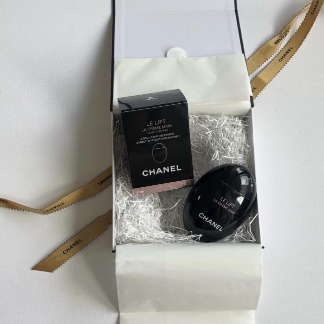 心躍るパッケージの素敵なCHANELのプレゼント_1_2-2