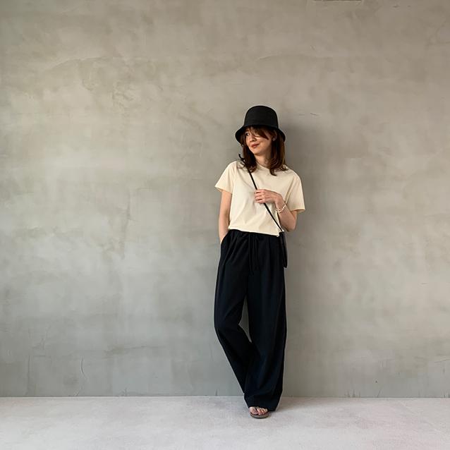 定番の黒パンツを極める!今っぽく、おしゃれで、美脚見えする黒パンツコーデまとめ|40代ファッション_1_18
