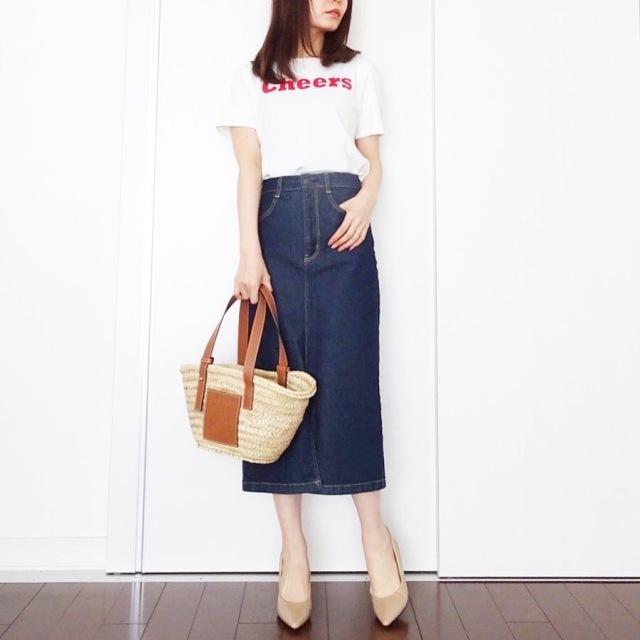 ロゴTシャツ×GUのデニムタイトスカートコーデ
