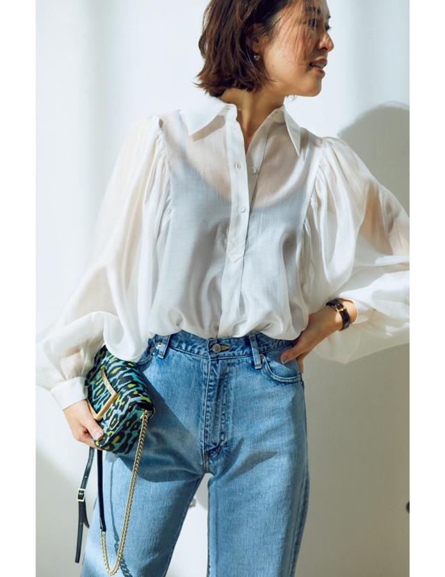 大草直子 透け感素材&ボリューム袖の進化系白シャツ