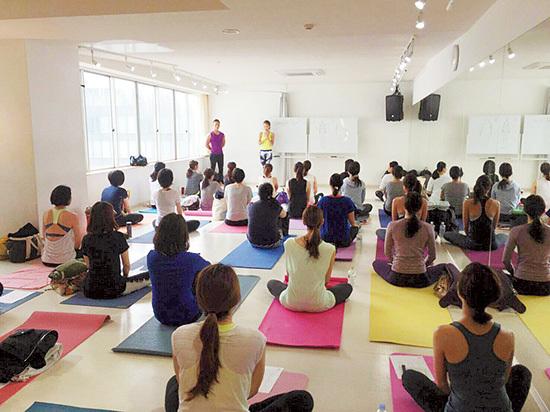 モデル菅井悦子さん「ヨガとトレーニングで、自分らしくいられる体に」【キレイになる活】_1_3