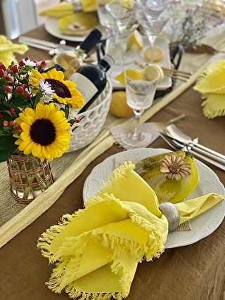 テーブルナプキンも小物と同じ色に合わせるとテーブルがまとまりやすいです!