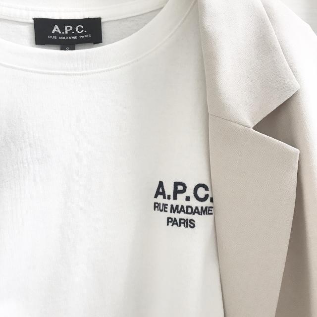GUのジャケット×A.P.C.のTシャツ