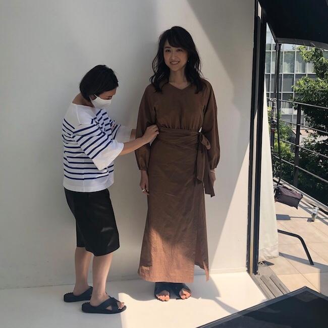 樋場早紀 ブラウンワンピース ファッション アラフォー