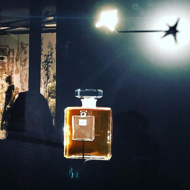 夢の世界へいざなうシャネルの「マドモアゼル プリヴェ」展、開催中です!_1_4