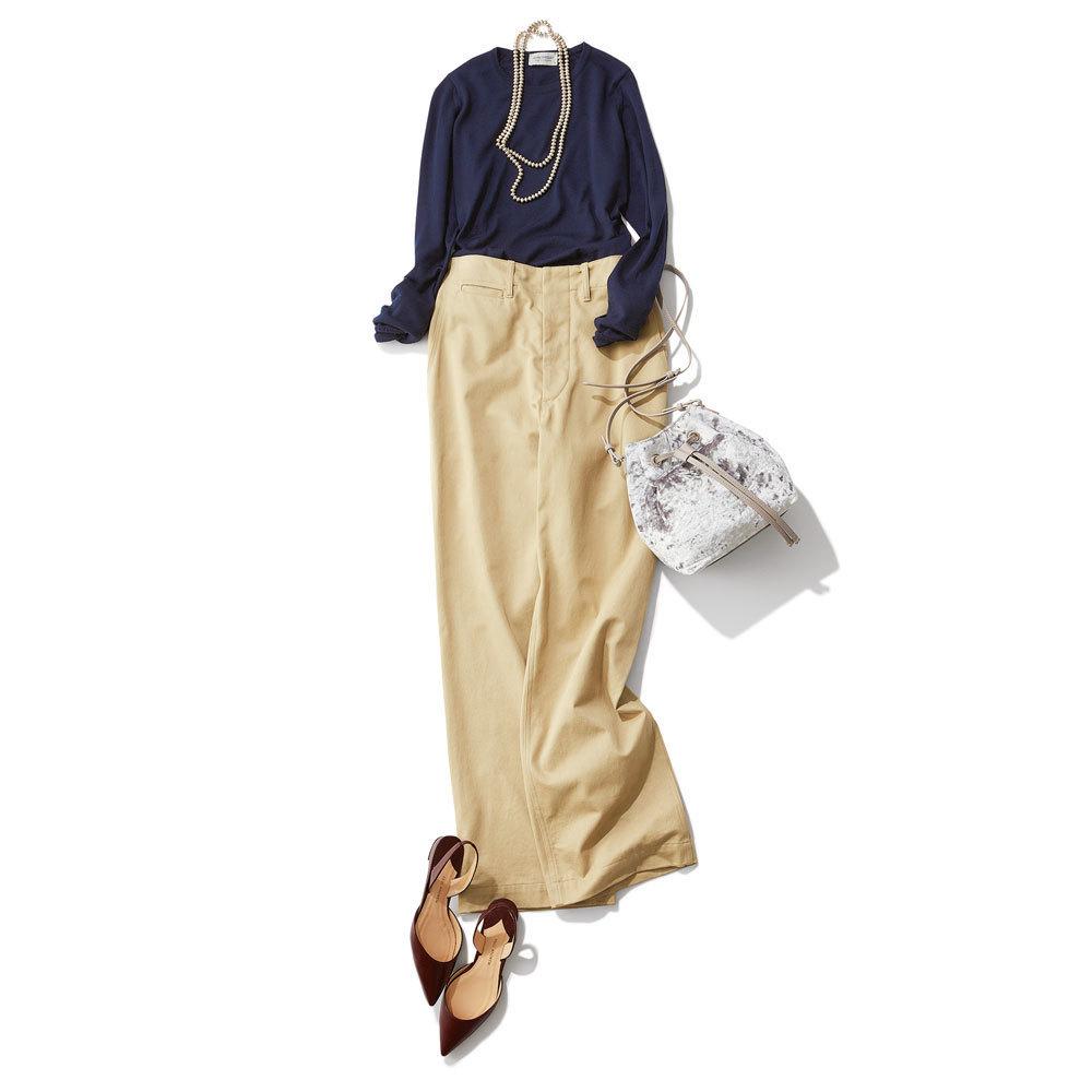 ネイビーニット×ベージュのワイドパンツのファッションコーデ