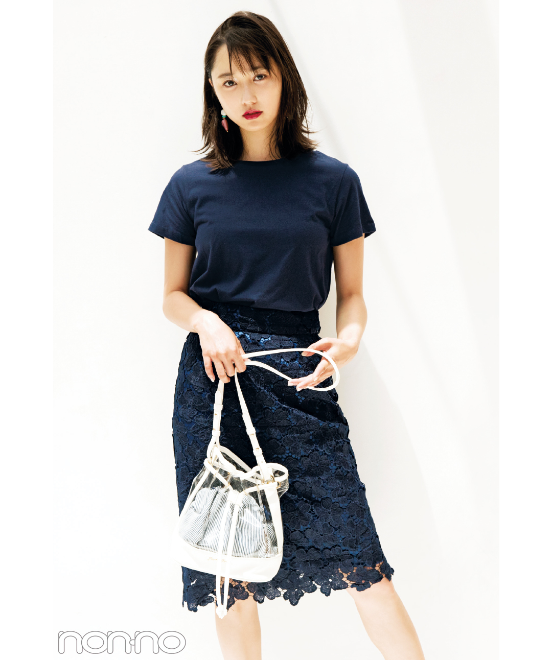 ネイビーの無地Tシャツなのに女っぽコーデ♡鈴木友菜が5通りに着回し!_1_3-3