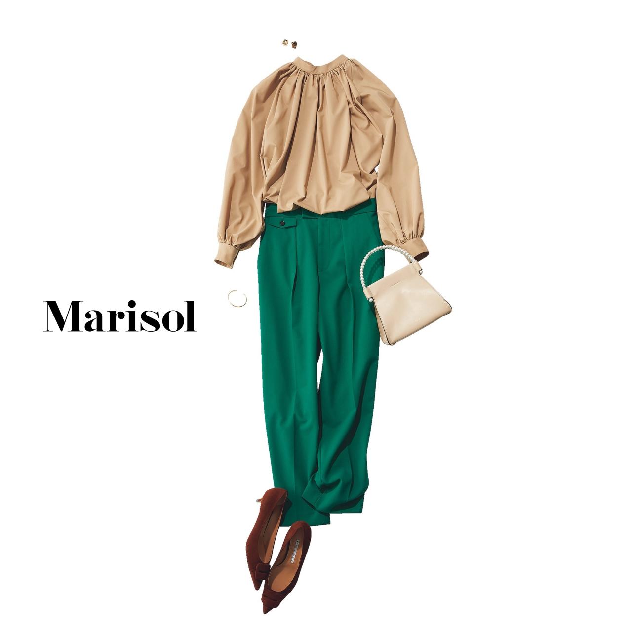 40代ファッション ベージュブラウス×グリーンパンツコーデ
