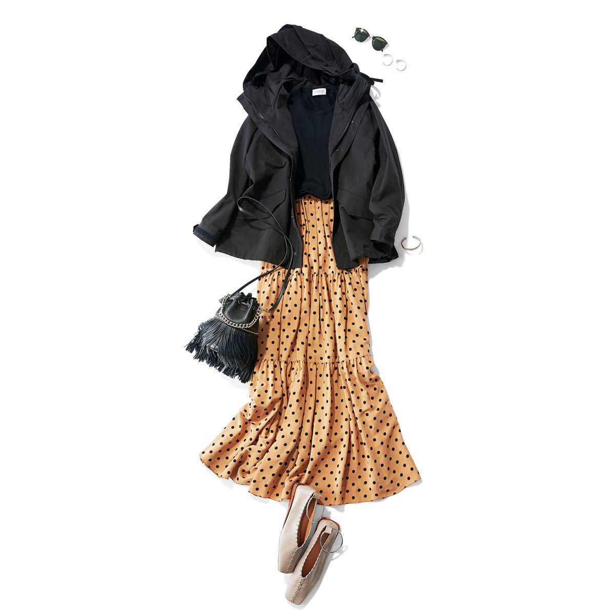 フードつきワークジャケット×ドット柄ロングスカートの休日コーデ