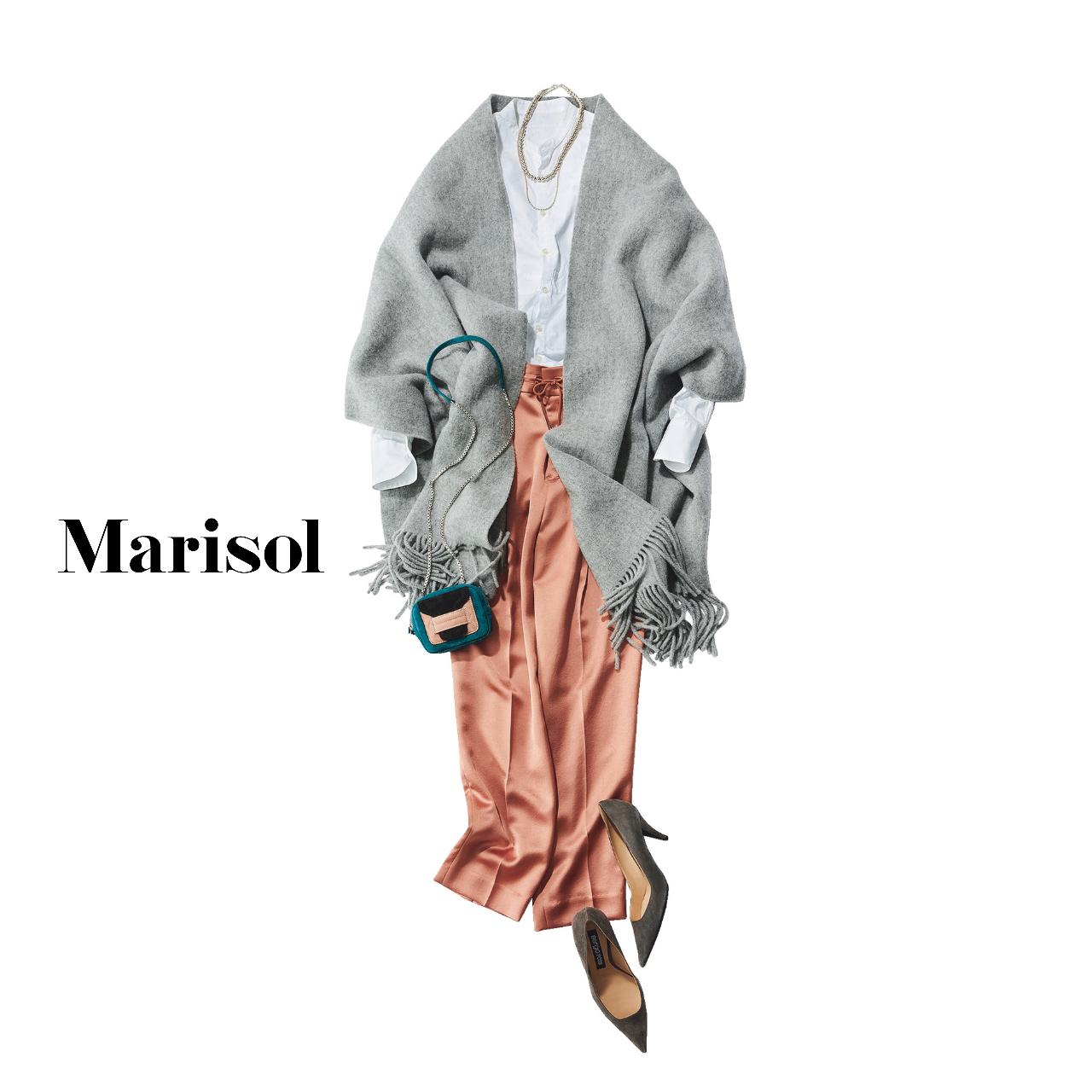 40代ファッション 白シャツ×オレンジパンツ×グレーストール コーデ