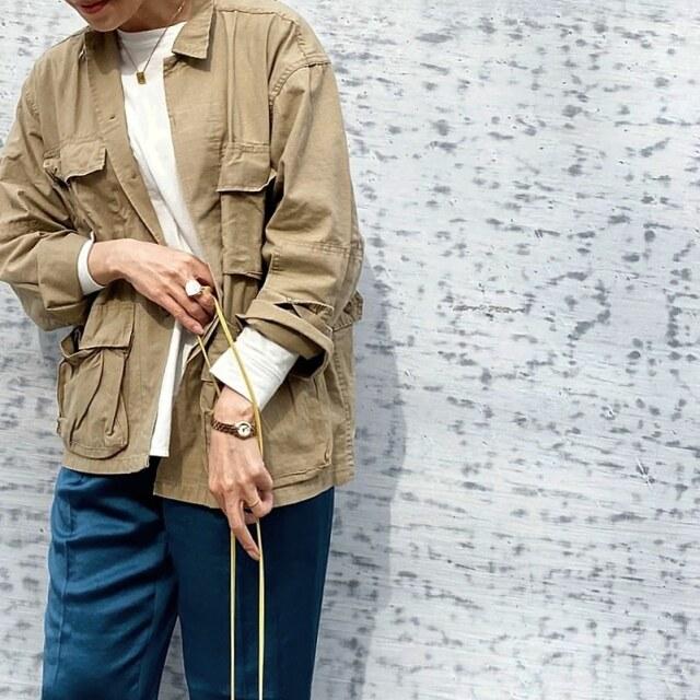 【定番アイテム】羽織るだけで簡単にこなれ感UP!ミリタリージャケットで大人の可愛げを作る_1_5