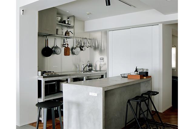 コンパクトで厨房みたいに使いやすい、シンプルなキッチンにしました