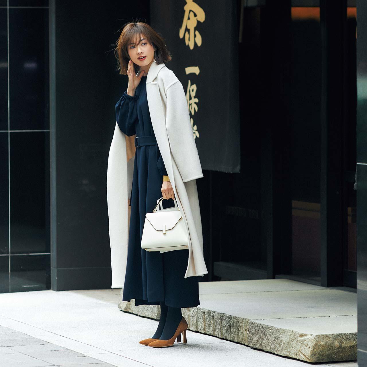 コート×ワンピコーデを着たモデルの高垣麗子さん