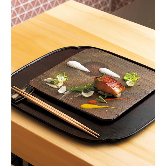 京都駅徒歩5分ほどのところにある和食レストラン「京都 いと」のまながつおの西京焼・吹き寄せ風