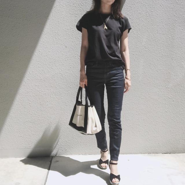 白Tシャツとデニムで過ごす夏のベーシックスタイル_1_3-2