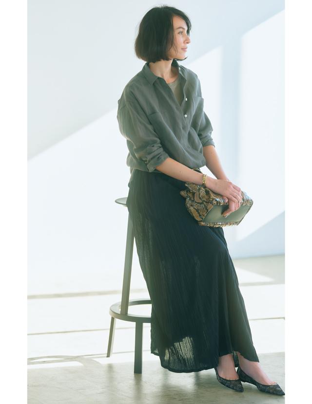 しわ加工されたランダムプリーツのスカートコーデのRINA