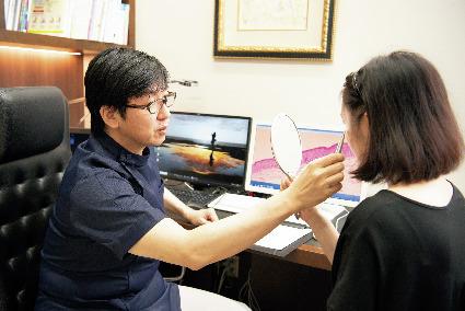 肌診断、カウンセリングに 時間をかける石川先生