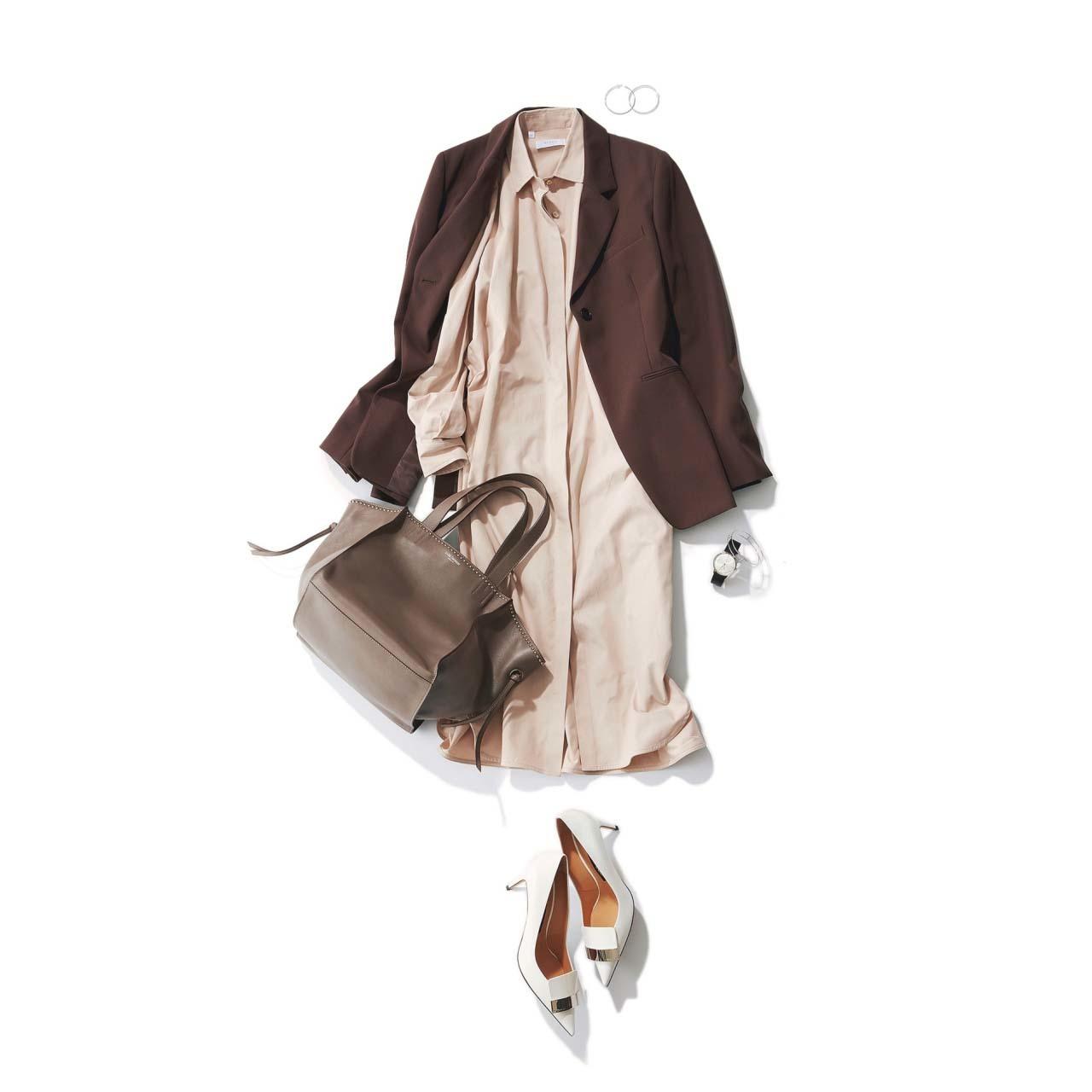ベージュのシャツワンピース×ブラウンのジャケットコーデ