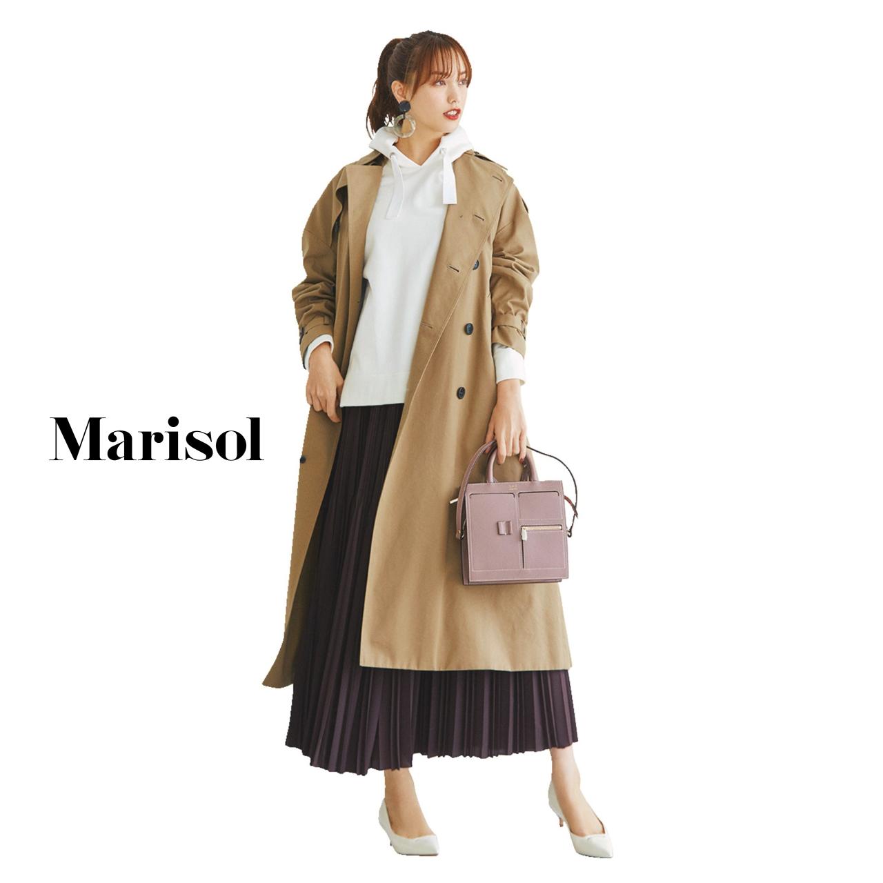 40代ファッション フーディ×プリーツスカート×トレンチコートコーデ