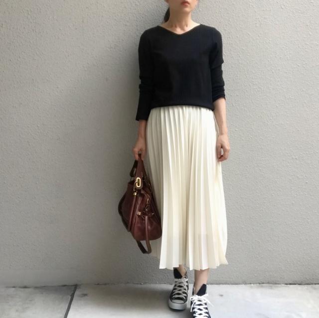 揺れ感が美しいプリーツスカートの足元の正解は?_1_10