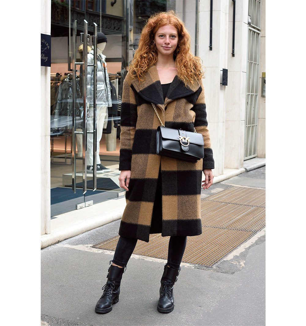 「バッグは短く斜めがけ派」が急増!【ファッションSNAP パリ・ミラノ編】_1_1-1