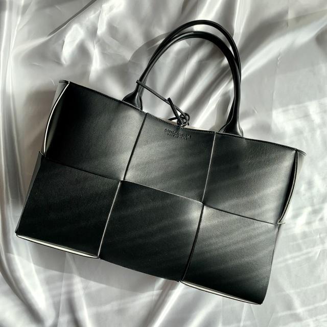 【40代が持つべき名品バッグ】カジュアルコーデに大人の品格を与えるラグジュアリーブランドのバッグの魅力|アラフォーファッション_1_21