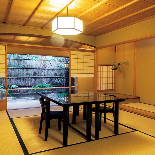 座敷は部屋をつなげて広間としても使え、