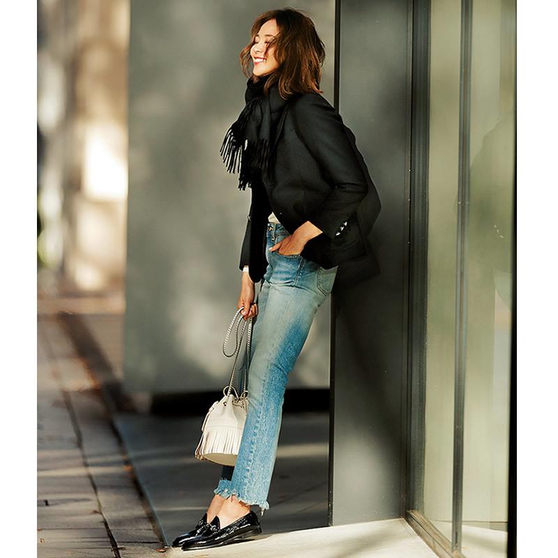 黒ジャケット&靴×デニムコーデ