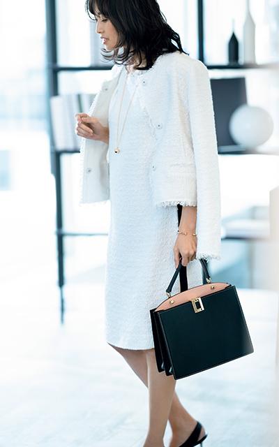 エスカーダの大人フェミニンな白スーツが上品な高橋里奈