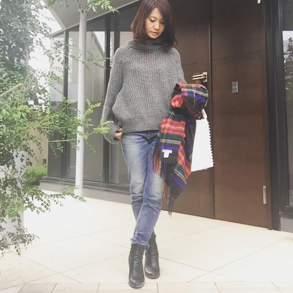 ニット1枚で着るのは今が最適♪トーガプルラのボリュームニットで可愛い40代の初冬ファッション_1_2