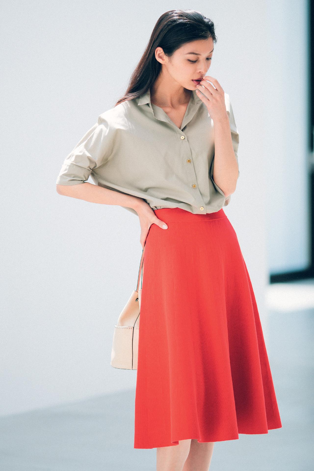 赤のもつ女らしさを、ストレートに発揮できるスカート 五選_1_1-5