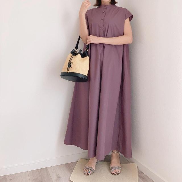 美女組 友田百子さん着用のふんわりAラインのシャツワンピース