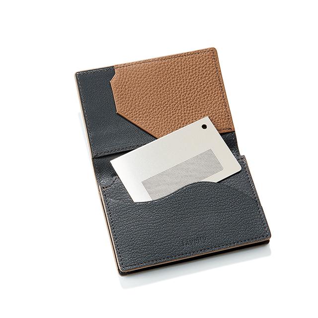 名刺入れに入れて香らせる、 カード型の金属製 アロマディフューザー