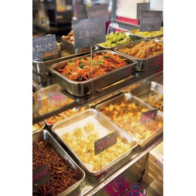 メインは、花椒が効いた麻婆豆腐や太麵の台湾風焼きそばなど。オリジナルメニューのほか、植松良枝さん、小堀紀代美さんら料理研究家がメニューを提供する一品も