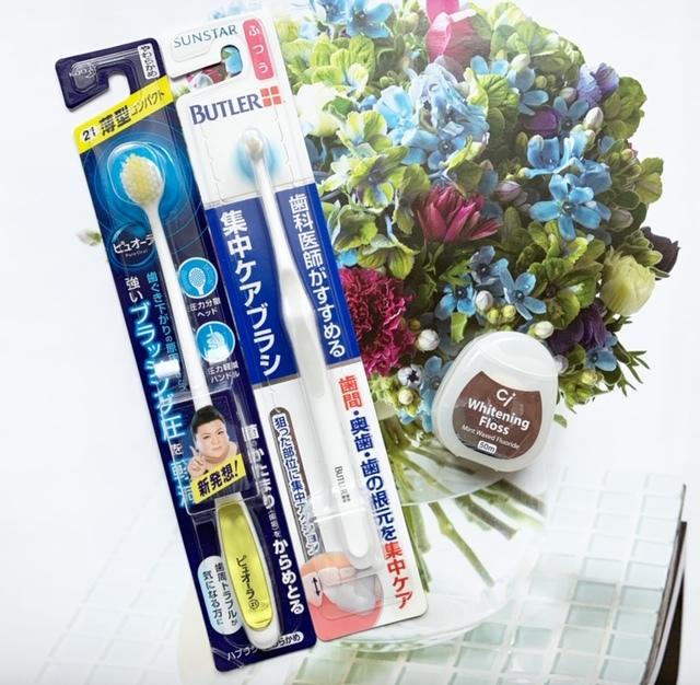 ~口元編~使用している歯ブラシ2種とフロス。力強いブラッシングによる歯のすり減り防止(*o*)で「ピュオーラ」。タフトブラシは「BUTLER」一筋!「Ciフロス」は研磨剤つきで、歯間のホワイトニングケアに♪