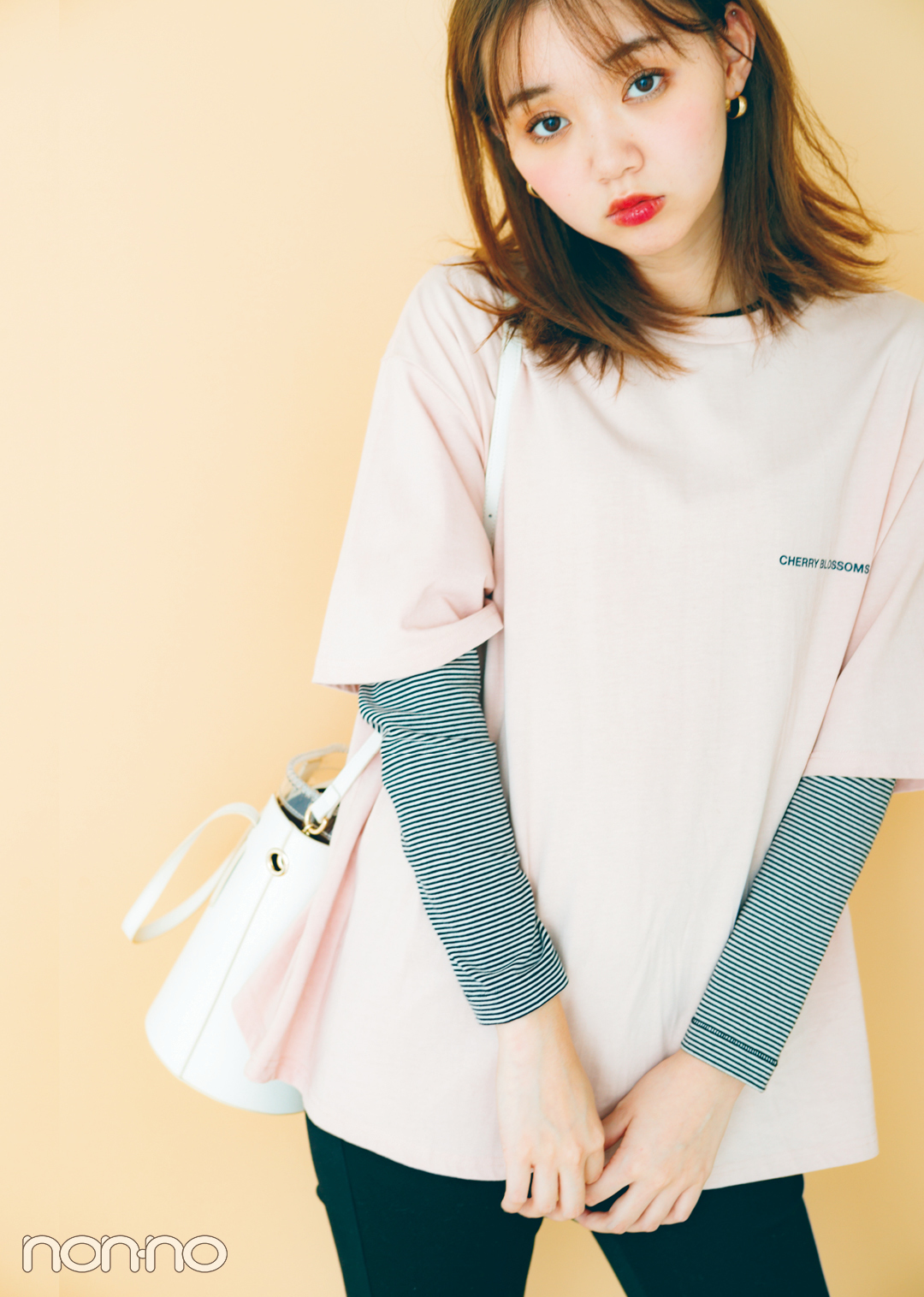 トレンドのくすみ色&ちびロゴTシャツで女っぽ着回しコーデ1×5!_1_3-4