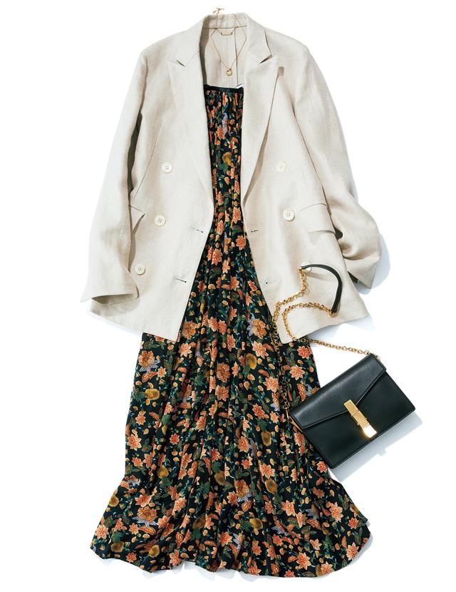 キャッチーでフェミニンな花柄はジャケットで落ち着いたムードに