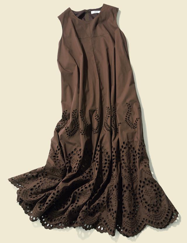 『大人の揺れワンピース』は裾にかけてのボリュームが女らしい