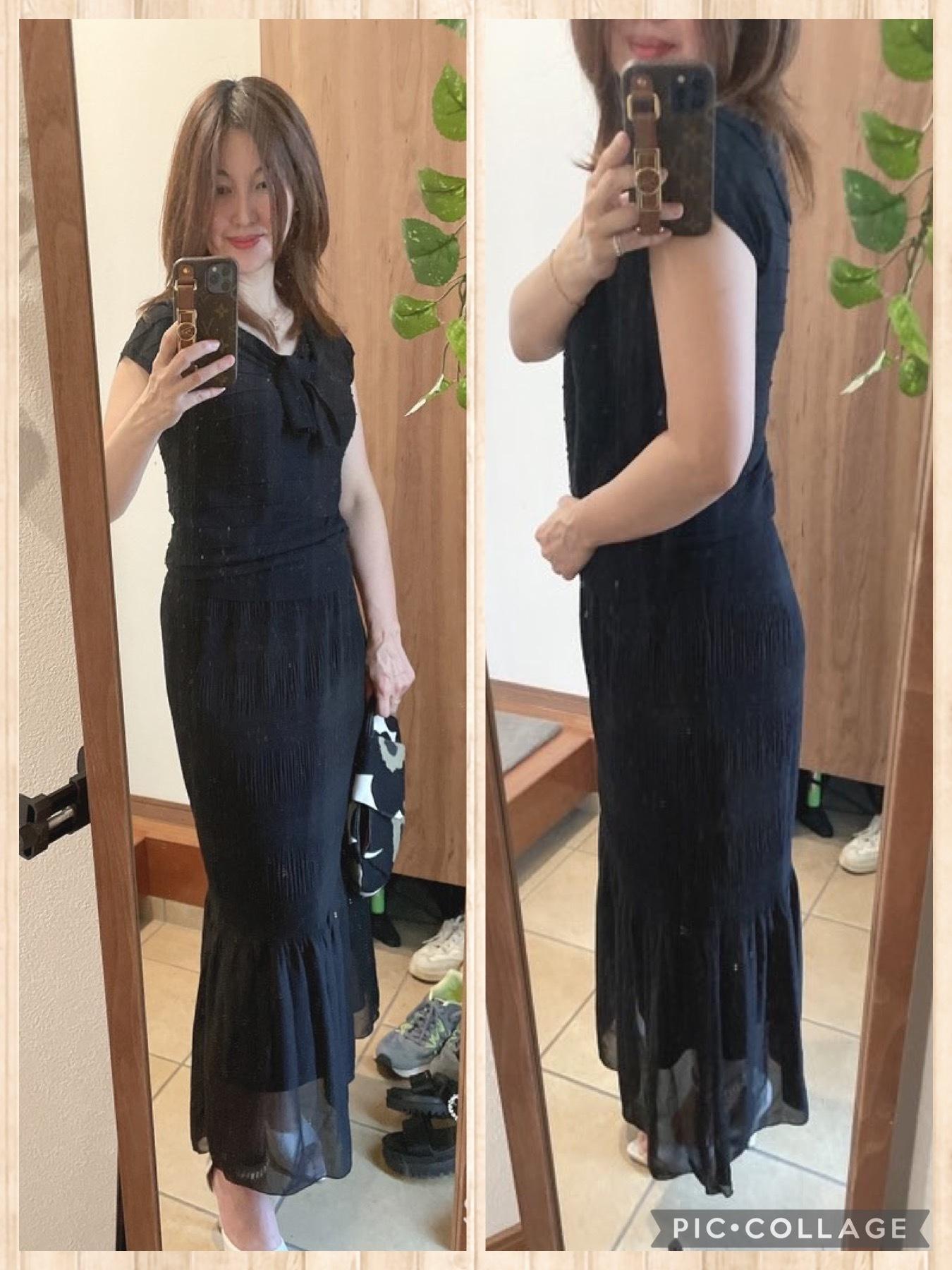 鏡の前 黒い服女性