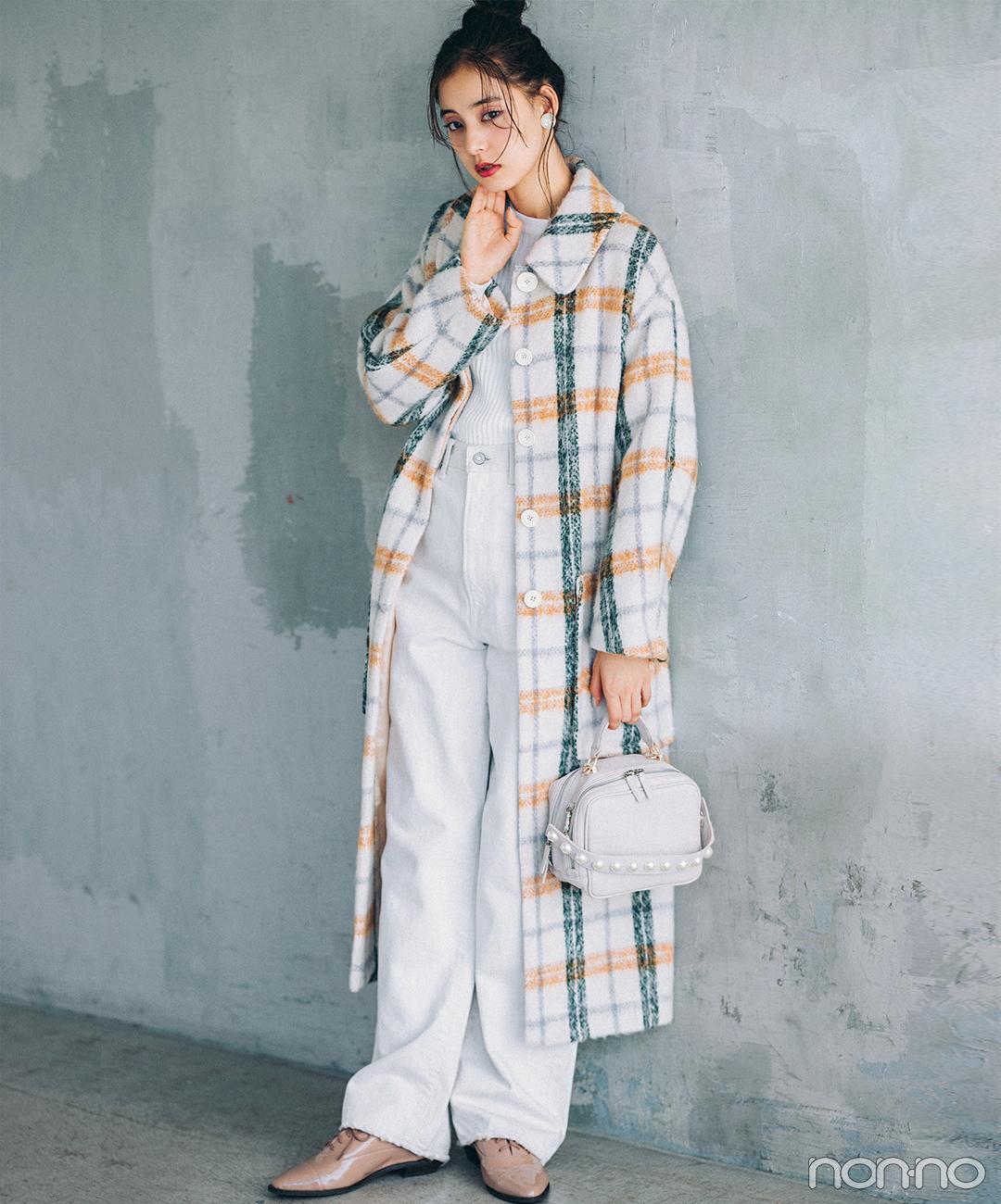新木優子は白っぽワントーンにチェックコートでトレンド盛り【毎日コーデ】