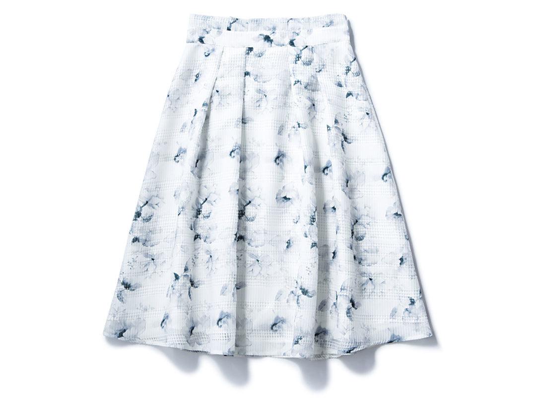 この春絶対買い! 白×ブルーの花柄揺れスカート着回し1×3_1_1