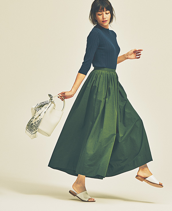 ヒールがなくても女らしい。ボリューム服に合わせるのは「つっかけタイプ」サンダル_1_1