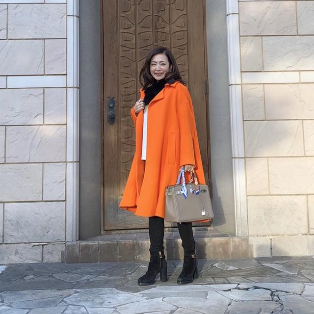気持ちがあがる!鮮やかなAラインのオレンジコート