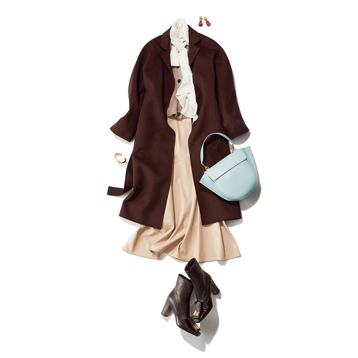 エコレザースカートとブラウスのコーデ