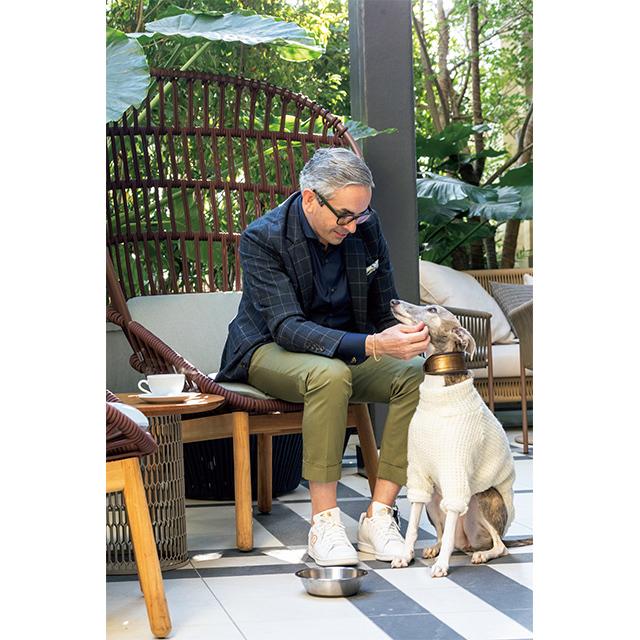 総支配人のネイザン・クック氏も、ときどきは愛犬のウィペット種・ウィラちゃんと一緒にホテルに出社。