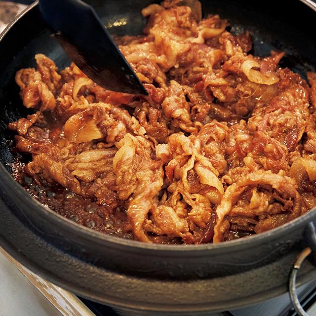野菜をのせるタイミングは、豚肉にまだ少し赤い部分が残っていてもOK
