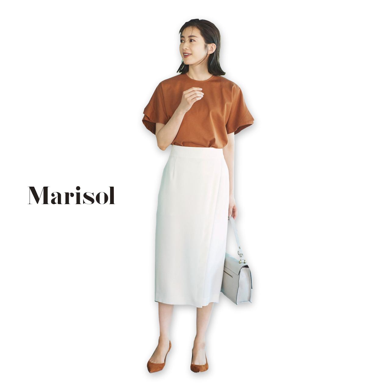 40代ファッション ベージュブラウス×白スカートコーデ