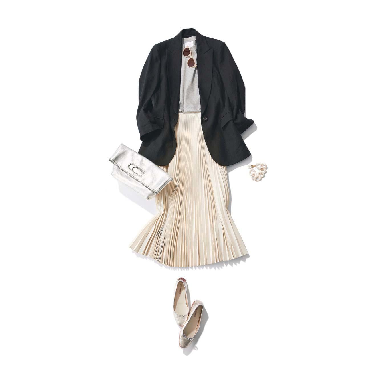 黒のジャケット×白のプリーツスカートのモノトーンコーデ