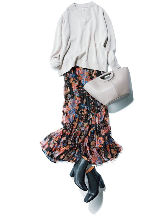 着映える花柄スカートで大人のかわいげを楽しむ