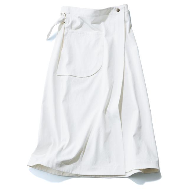 サポート サーフェスの白ロングスカート